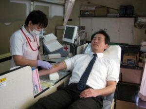伊万里ライオンズクラブの活動内容。献血推進の様子です。